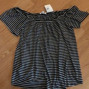 Socialite off-shoulder top. NWT. Size S.